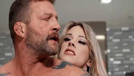 Smoking Hot Babe (Casey Kisses) Fucks Her Landlord (Colby Jansen) - Trans Angels